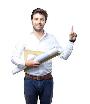 Молодой архитектор работает над белым фоном