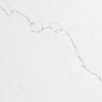 Белый мрамор с прожилками