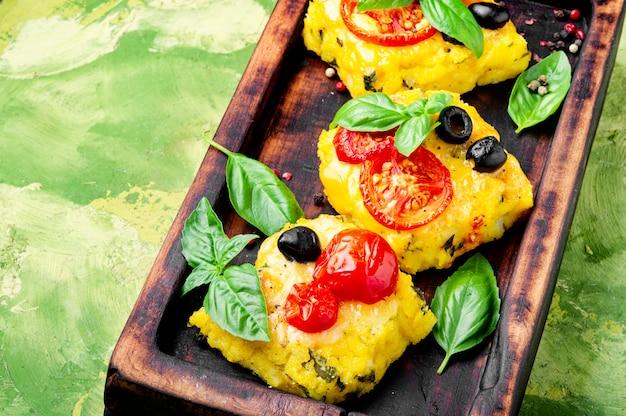 ポレンタイタリアのコーンミール料理