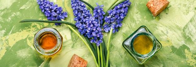 オイルとラベンダーの花