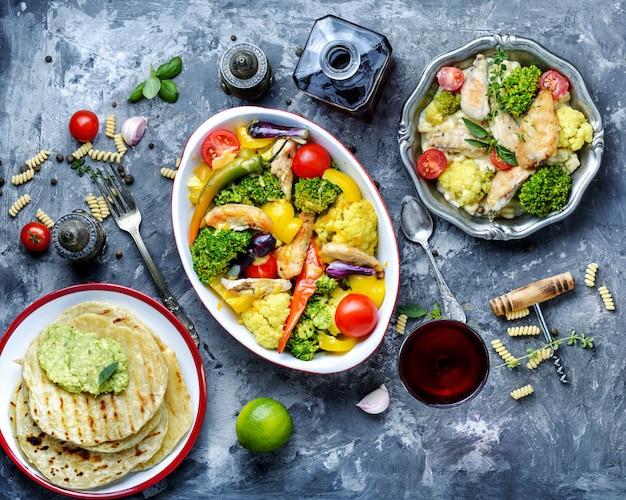 鶏肉と野菜のパスタ