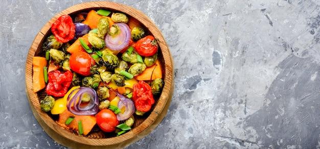 Запеченный овощной салат