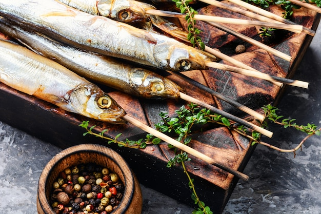 Аппетитная копченая рыба