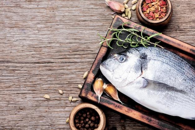 Рыба дорадо со специями,