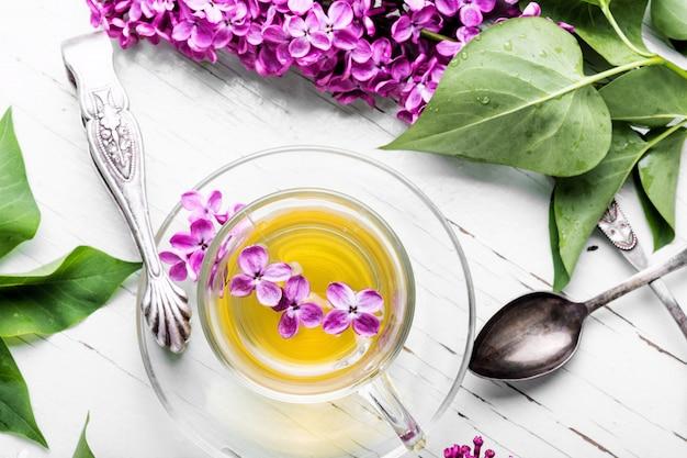 紅茶とライラックの花