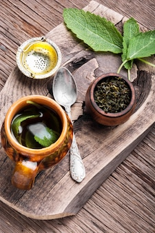 Чашки полезного травяного чая