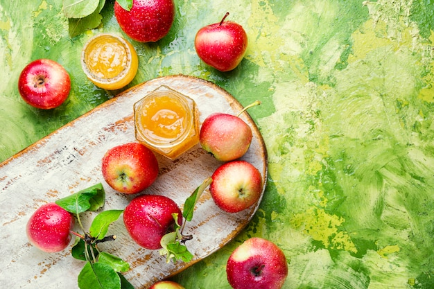Свежее яблочное варенье