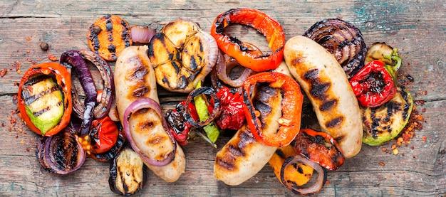 Колбаски гриль с овощами