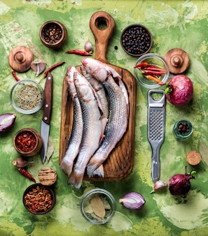 Свежая рыба и ингредиенты