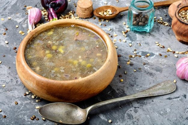 伝統的なペルー風チキンスープ
