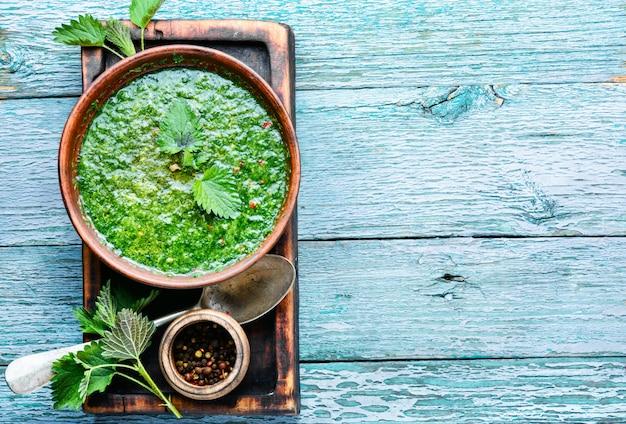 イラクサの葉のスープ