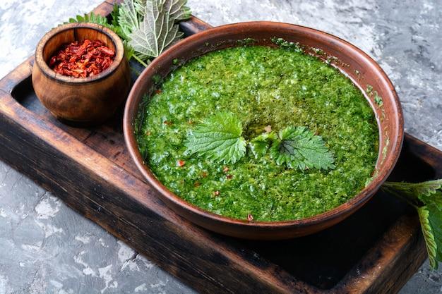 イラクサの自家製スープ