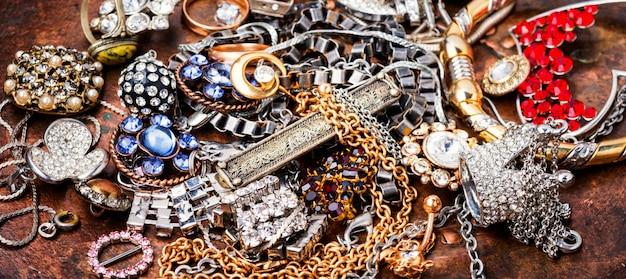 ジュエリーコレクションと宝石類