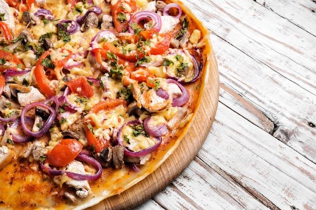 Вкусная аппетитная пицца