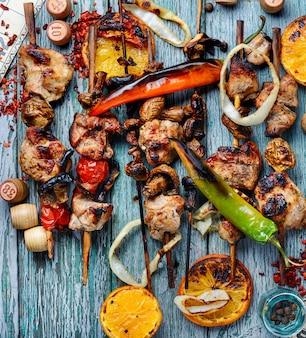Мясо барбекю и игра в лото