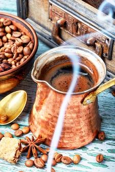 伝統的なコーヒーポット