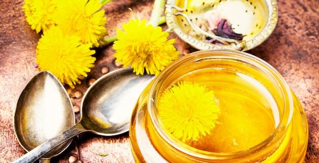 タンポポの蜂蜜と花タンポポ