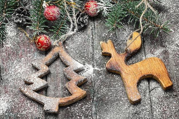 自家製の木製のクリスマス飾り