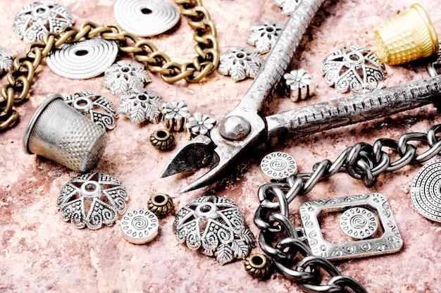 レトロな宝石類を設定します