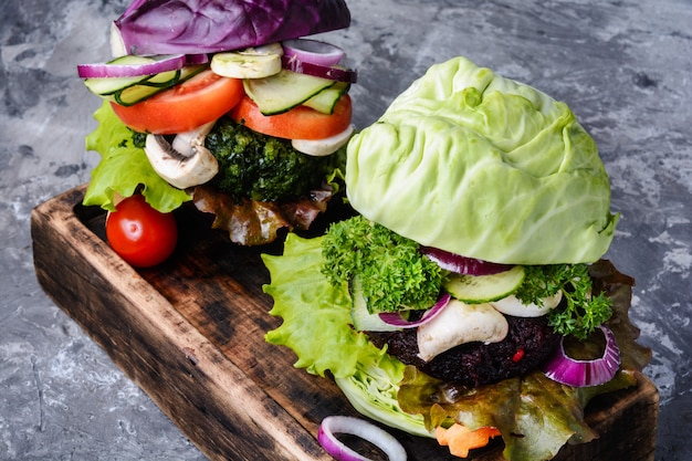 野菜と野菜のハンバーガー