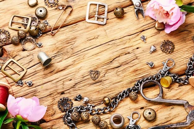 レトロな宝石類のコレクション