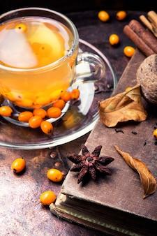 海クロウメモドキと健康的なお茶
