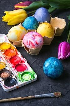 東のための着色卵