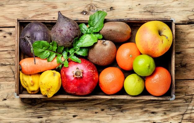 Красочные фрукты и овощи
