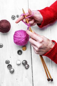 ツール編み物のクローズアップ