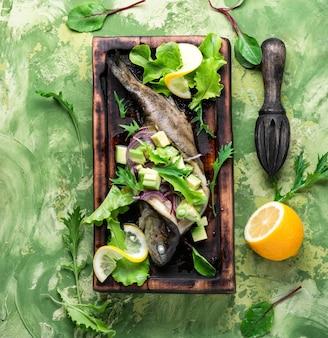 アボカドと焼き魚