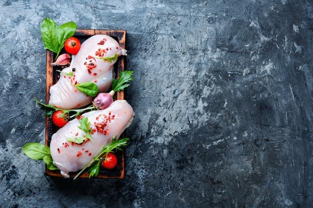 新鮮な鶏の胸肉