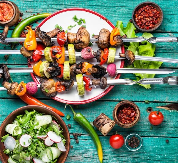 野菜の串焼きケバブ