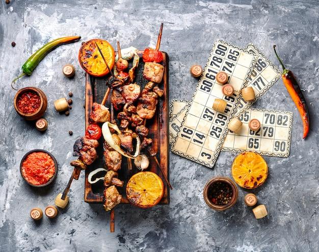 バーベキュー肉とロトゲーム