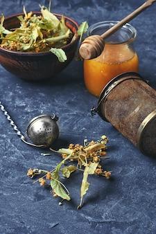 リンデンと蜂蜜の咳治療