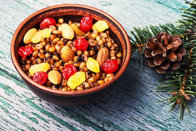 Кутья или кутья - церемониальное зерновое блюдо со сладким соусом