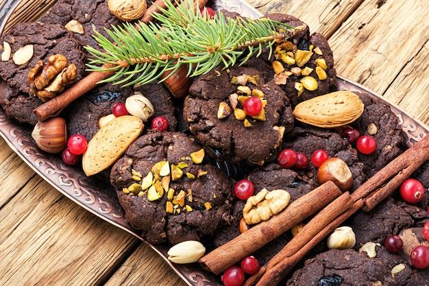 Тарелка с вкусным рождественским печеньем