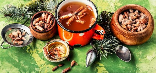 松の芽とお茶