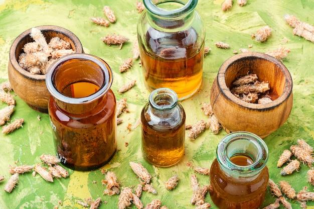 松のつぼみのチンキ剤のボトル