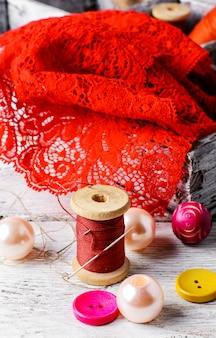 アクセサリー仕立て屋と裁縫用アイテム