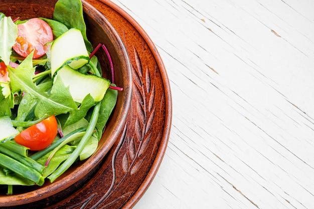 タンポポの野菜サラダ。