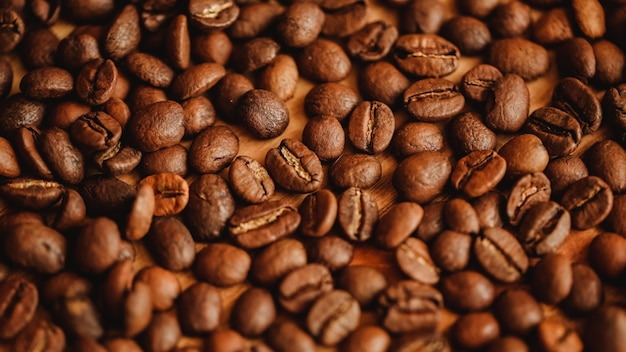 コーヒー豆の背景。クローズアップビュー。ウェブサイトのデザインや食品のコンセプトに関するパンフレットの背景。