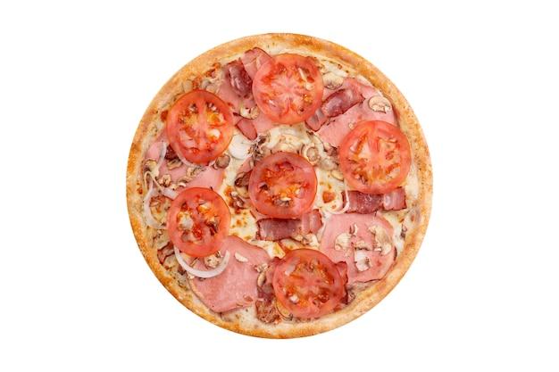 Пицца изолированная на белой предпосылке. горячая фаст-фуд