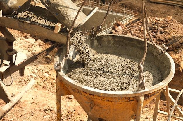Заливка бетона в строительство дома