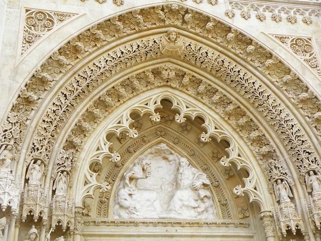 ザグレブ大聖堂、ザグレブ、クロアチアの豪華な鼓楼