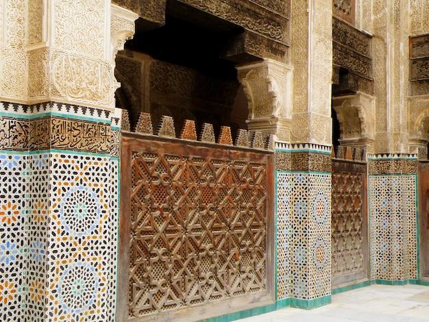 見事なモロッコスタイルの室内装飾
