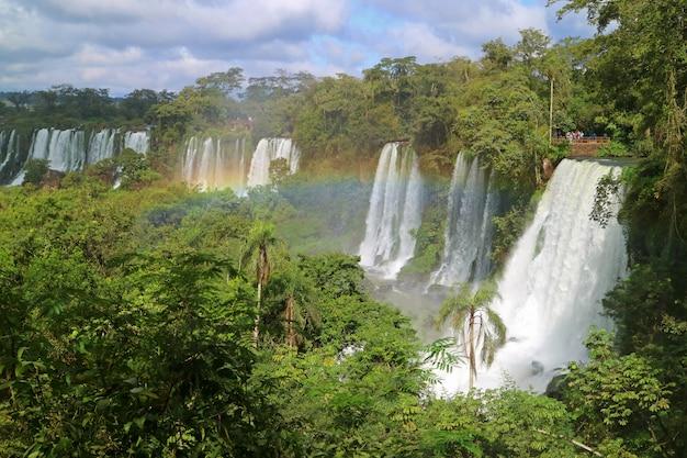 アルゼンチン、プエルトイグアスのアルゼンチン側のカタラタスデルイグアスまたはイグアスの滝