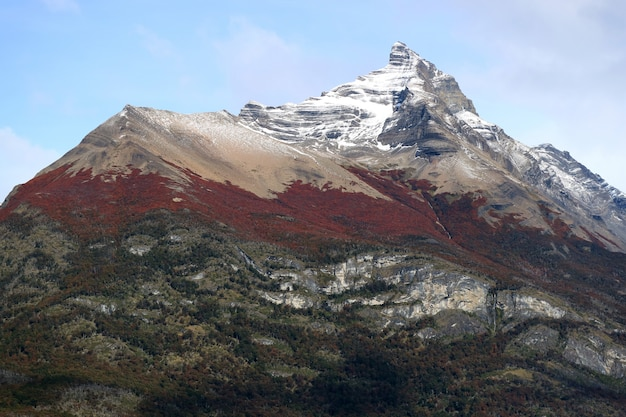 秋、ロスグラシアレス国立公園、パタゴニア、アルゼンチンの色の山頂