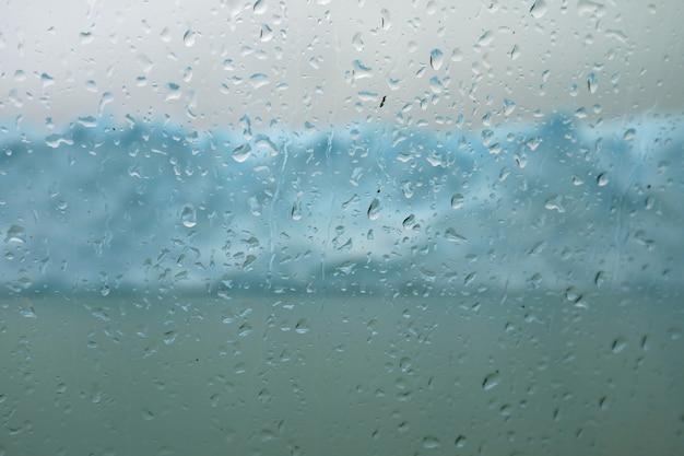 クルーズ船のガラス窓、ペリトモレノ氷河、アルゼンチン湖、パタゴニア、アルゼンチンの水滴