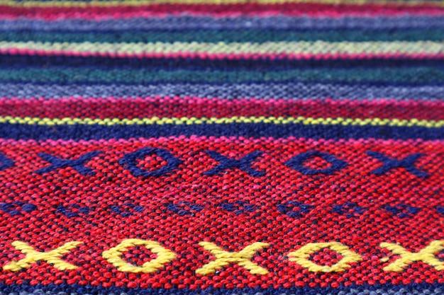 カラフルなタイ北部地域のテキスタイルのパターンとテクスチャ