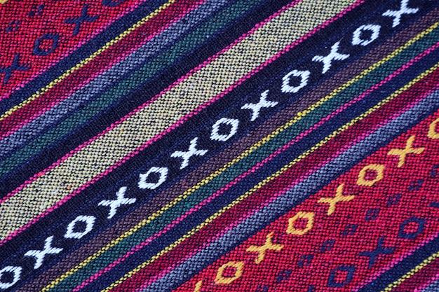 カラフルなタイ北部地域の織物の対角線パターンとテクスチャ